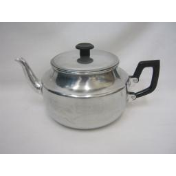 New Pendeford Traditional Metal Aluminium Teapot 9 Cups 1.4 Litre Tea Pot TP09