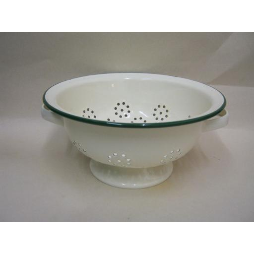 New Victor Enamel Colander Cream With Green Trim ENO20C Slight Damage
