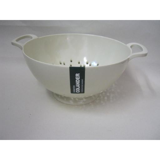 New Zeal Melamine Medium Kitchen Colander 20cm G210 Cream